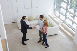 Wohnungsanbieter Makler und Kaufinteressenten