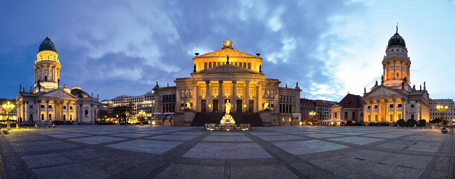 Deutscher Dom, Konzerthaus und Französischer Dom auf dem Gendarmenmarkt. © claudecastor86 / Fotolia.com