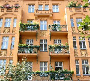 Unter den Gründerzeithäusern in Pankow finden sich wahre Schmuckstücke. © Pixelbube / Fotolia.com