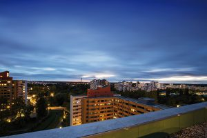 Das Märkisches Viertel ist maßgeblich geprägt durch die in den 60er Jahren entstandene Großraumwohnsiedlung, in der heute ca. 39.000 Menschen leben. © photowahn / Fotolia.com