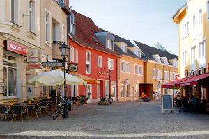 Herrlich lässt es sich in der Altstadt flanieren und in einem der zahlreichen Restaurants und Cafés pausieren. © N. Bettac
