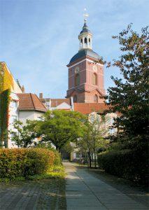 Das Wahrzeichen der Spandauer Altstadt ist die aus dem 14. Jahrhundert stammende St.-Nikolai-Kirche. © C. Bender-Saebelkampf