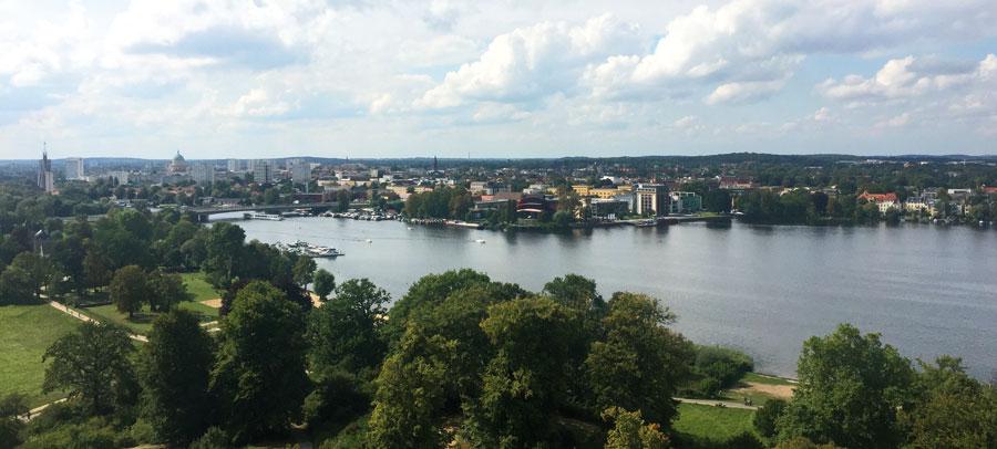 Blick über die Stadt vom Flatowturm im Schlosspark Babelsberg. © Weckeßer
